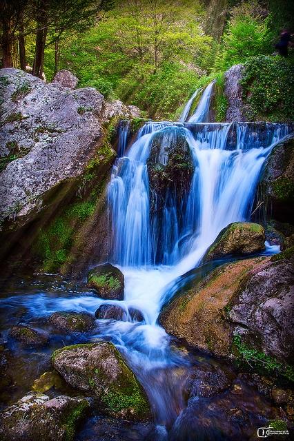 Cascate nella cipresseta di Fontegreca in provincia di Caserta.