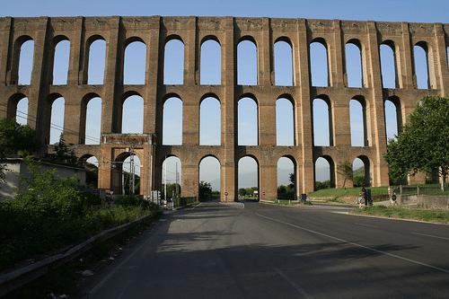 I ponti della Valle di Maddaloni e l'Acquedotto Carolino