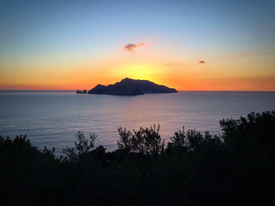 Punta Campanella, aperi-trekking al tramonto