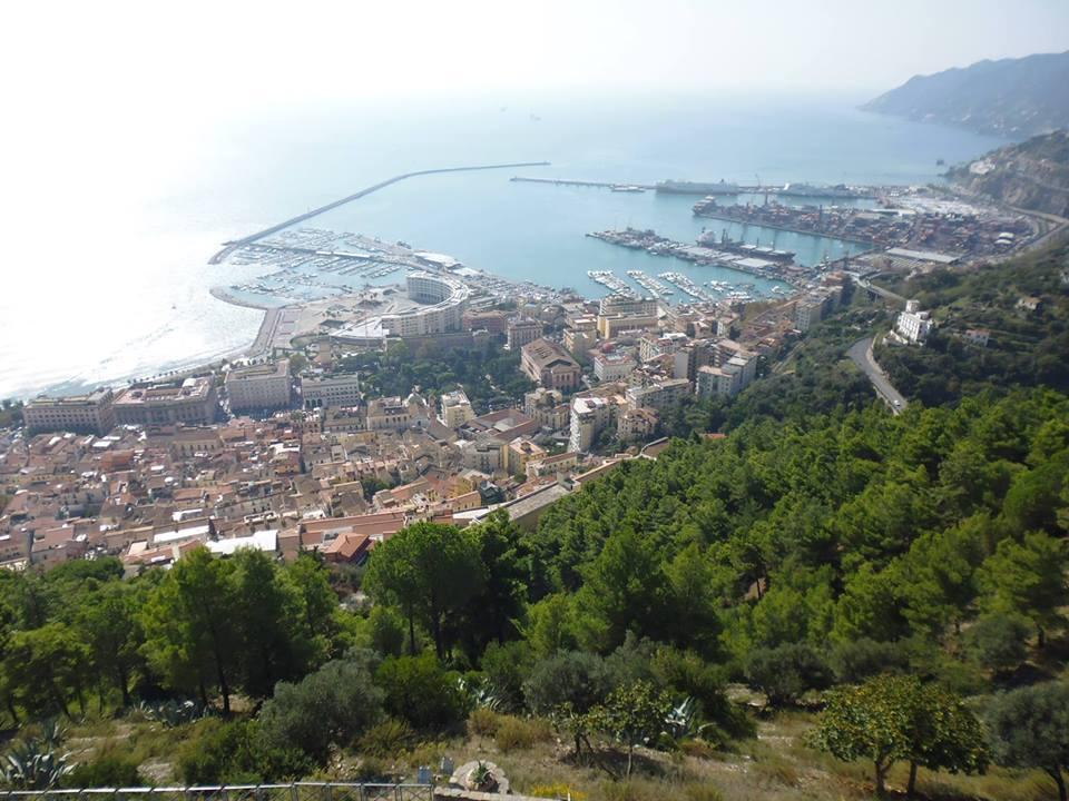 Salerno, trekking dal mare al castello