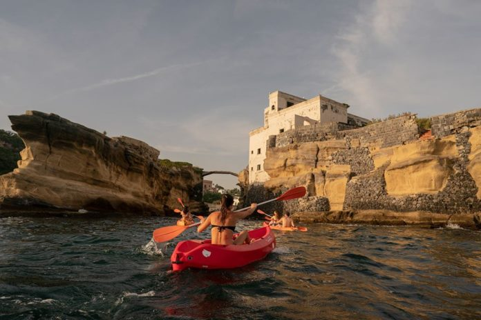 Wild Posillipo: tour in kayak