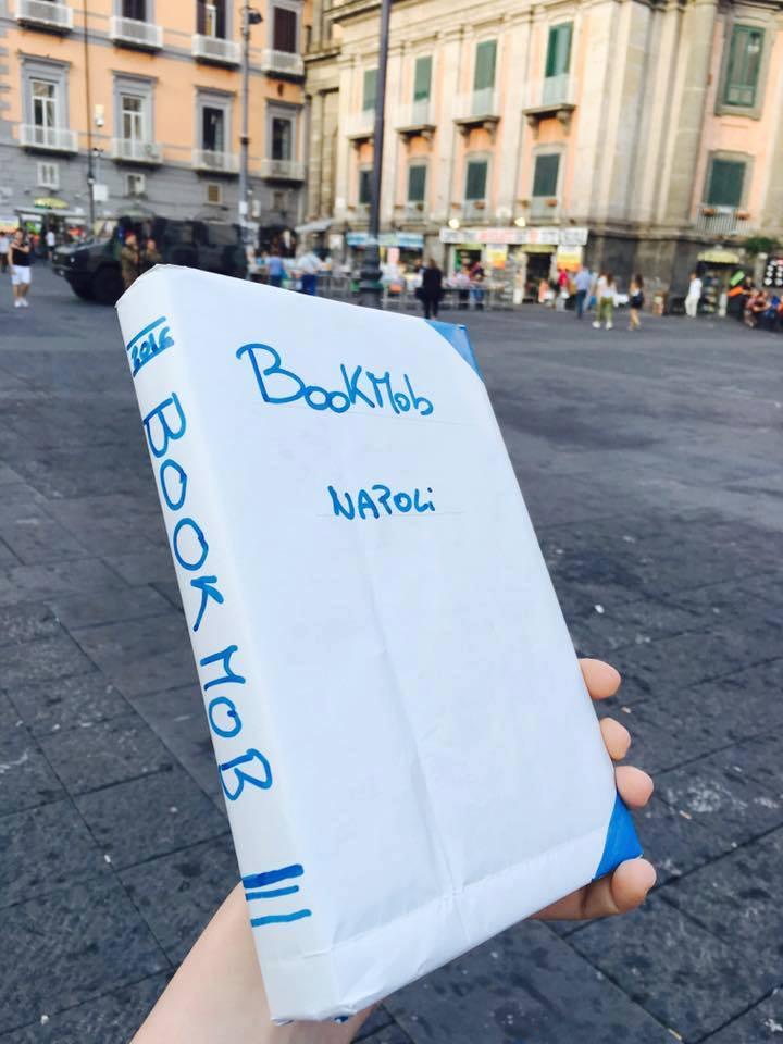 BookMob scambiamoci un libro a Piazza Dante