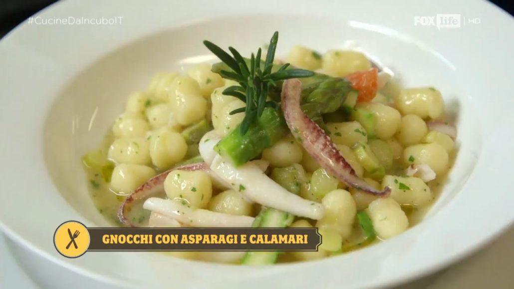 Gnocchi con asparagi e calamari.
