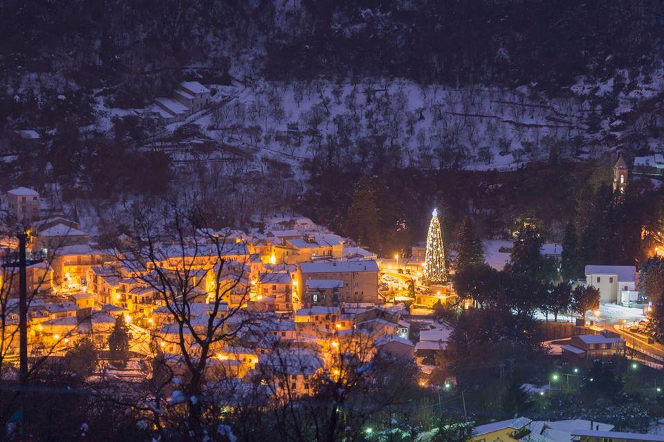 Mercatino di Natale e cerimonia di accensione dell'albero