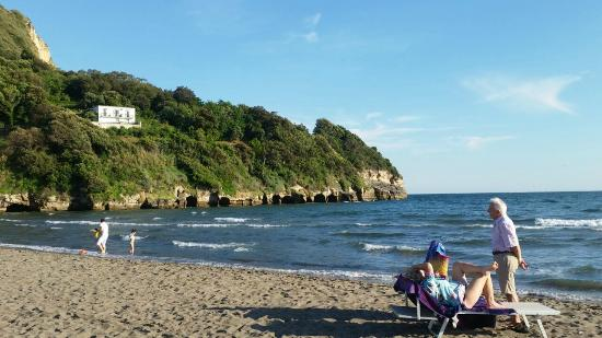 Spiaggia verde di Miseno