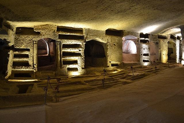 San gennaro: la storia delle catacombe
