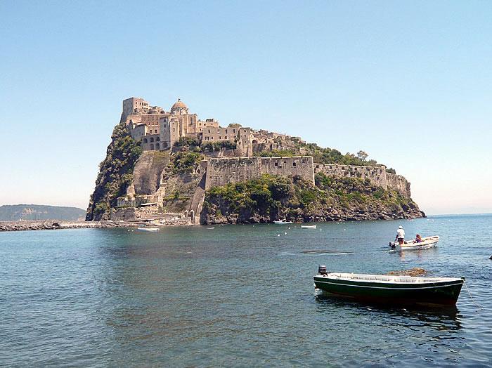 Ischia Castello Aragonese,escursione al Castello d'Ischia ...